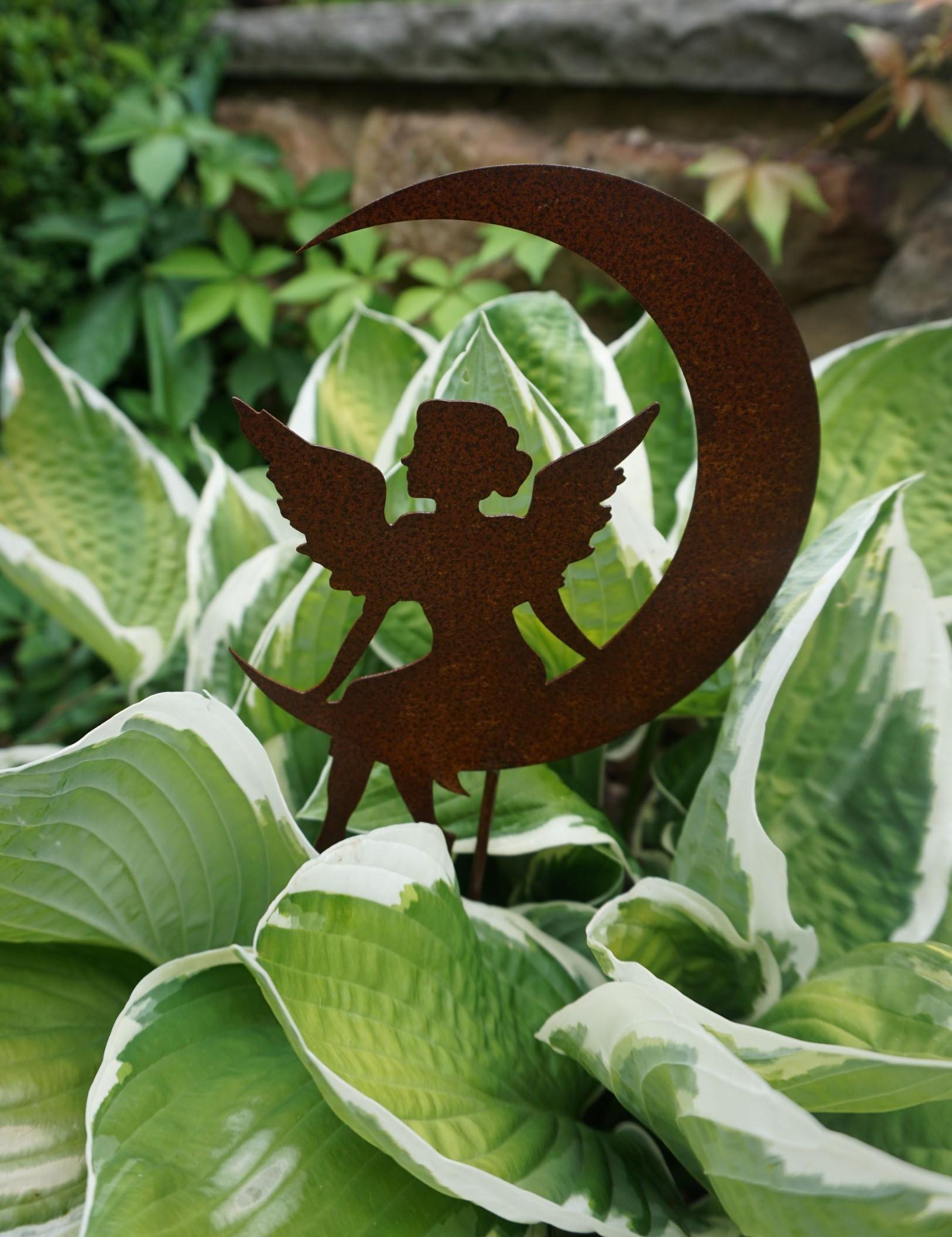 Edelrost Fee Fiona auf Mond Gartenstecker